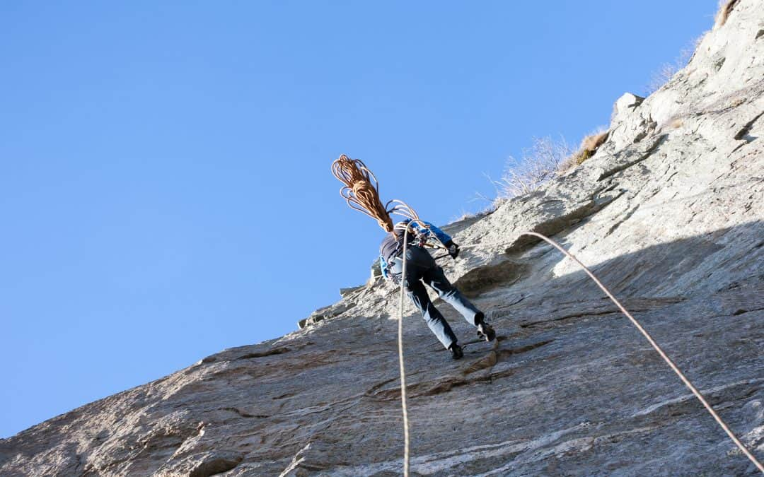 3 Great Tips on How to Rappel with Just a Rope