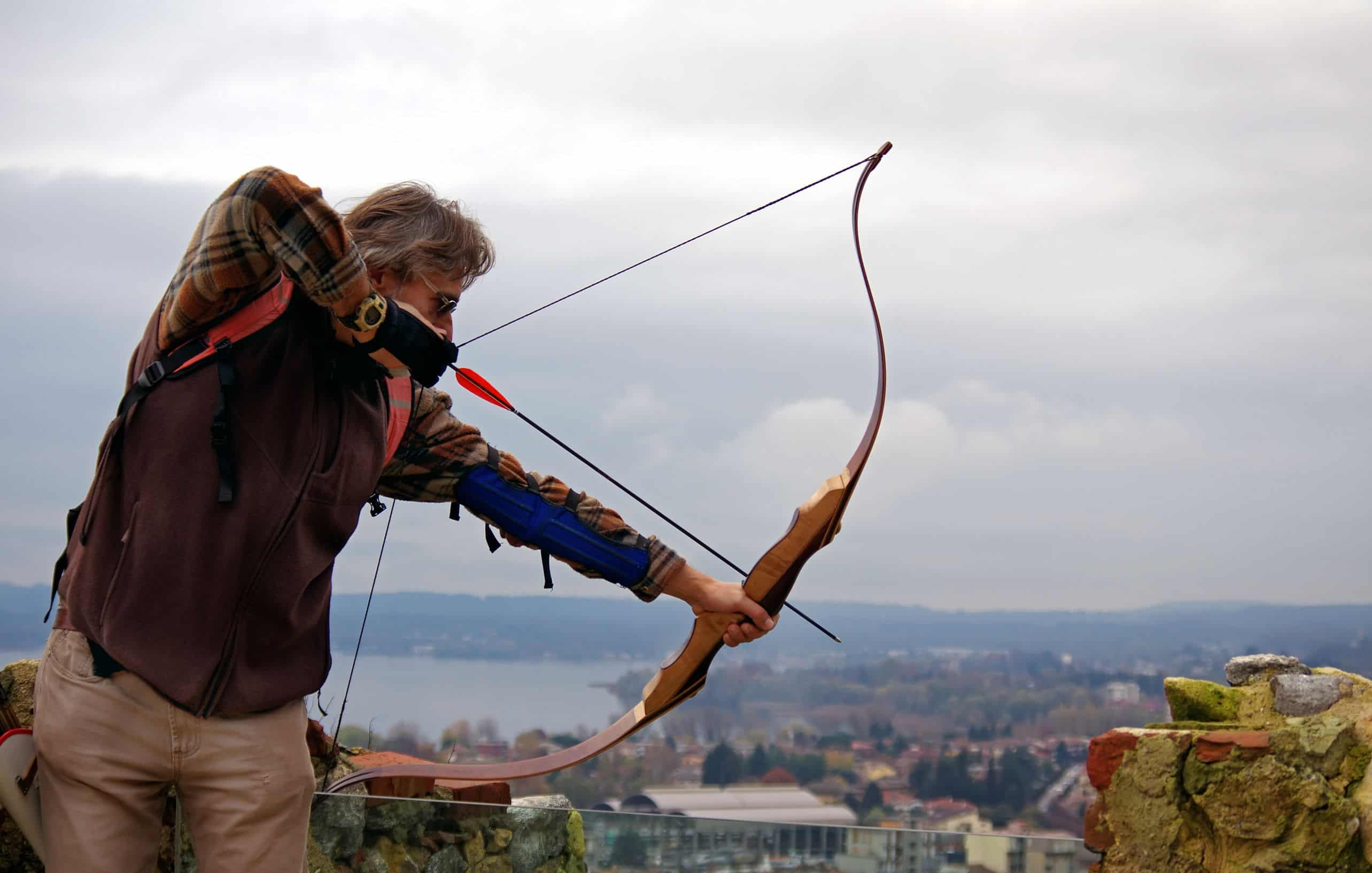 Recurve Bow vs  Longbow: 21 Pros and Cons – Outdoor Troop