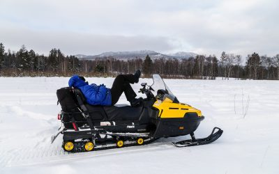 How to Take a Snowmobile Off a Trailer with No Reverse